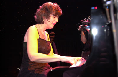 Caroline playing boogie woogie piano in Paris